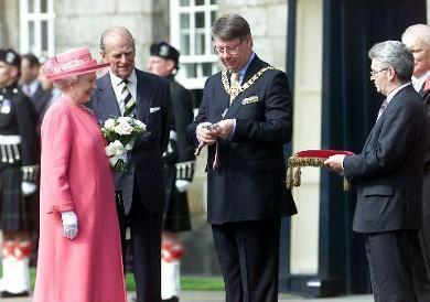 HM The Queen receives the key from the Lord Provost of Edinburgh